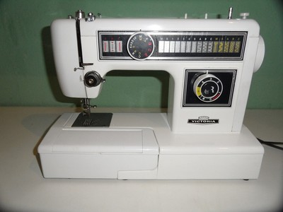Sewing machine 677572 1280